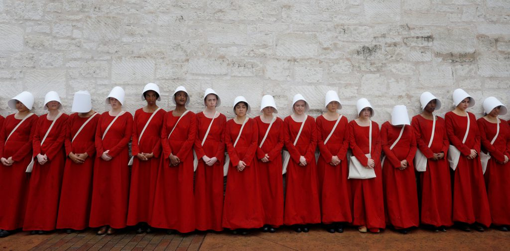 the-handmaids-tale-serie-tv-donne